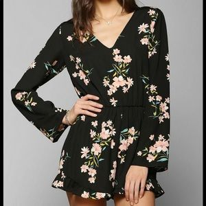 PINS & NEEDLES [Urban Outfitters] floral romper